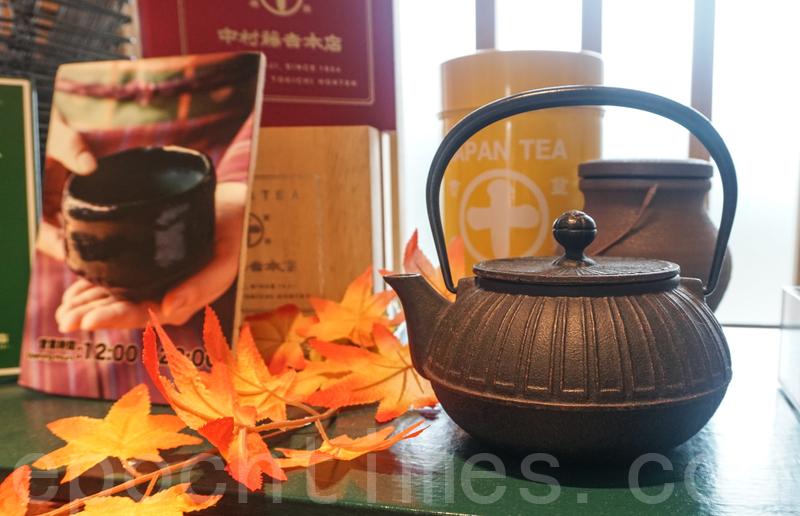 店內的茶壺與杯都是按傳統日本製造的。