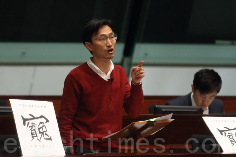 朱凱廸批評鄭若驊沒有問過獨立大律師,便放生現為國家領導人的梁振英。(蔡雯文/大紀元)