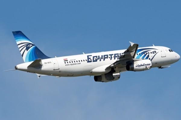 6月8日,埃及航空公司一架由開羅飛往北京的客機,因為受到炸彈威脅,緊急降落在烏茲別克。圖為與失事客機同型號的空中巴士A320客機。(Andras Soos/AFP)
