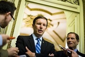 美議員冗長演說15小時 參院終同意就槍管表決