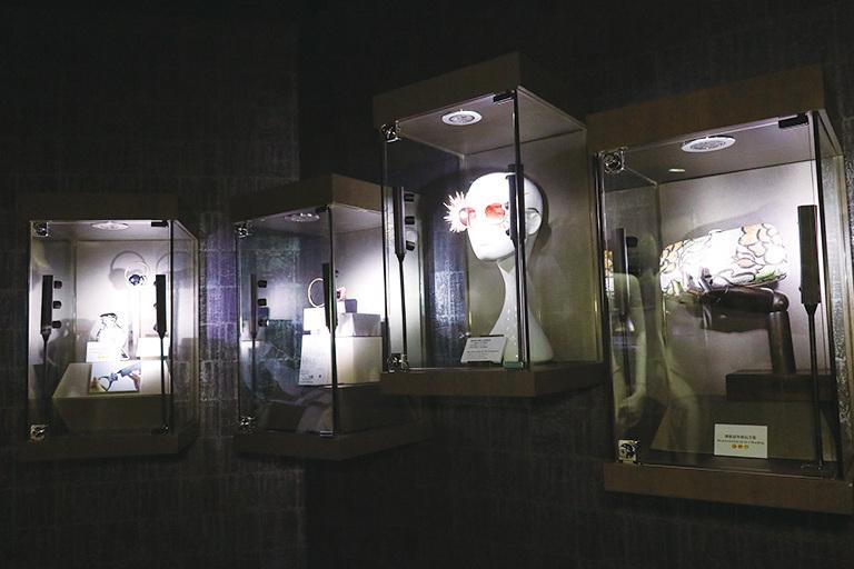 博物館除了展示獲獎的七件作品,還有其它藝術品供公眾欣賞。(陳仲明/大紀元)