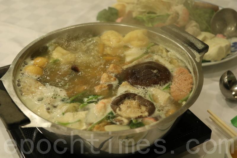 這次湯底揀了芫茜皮蛋湯底,芫茜味真的很濃,還有很多皮蛋和馬蹄。