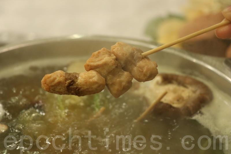 素肉串入口有很香豆乳味,夾雜著紫菜香味。