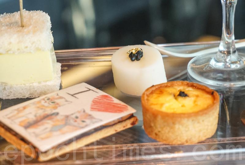 山葵醬玉子三文治(後左)、魚子醬伴新薯(後右)、香橙榛子曲奇(前左)及黑松露野菌撻。