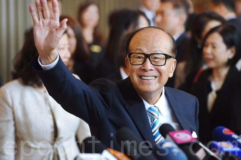 李嘉誠自去年3月宣佈退休後,這次是首次以資深顧問身份出席。(大紀元圖片庫)