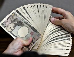 日圓飆破104 日股大跌3%