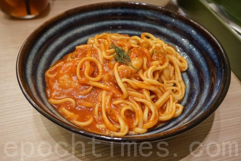 蜆肉蝦仁番茄意粉雖然賣相似茶餐廳的貨色,但是入口有驚喜。