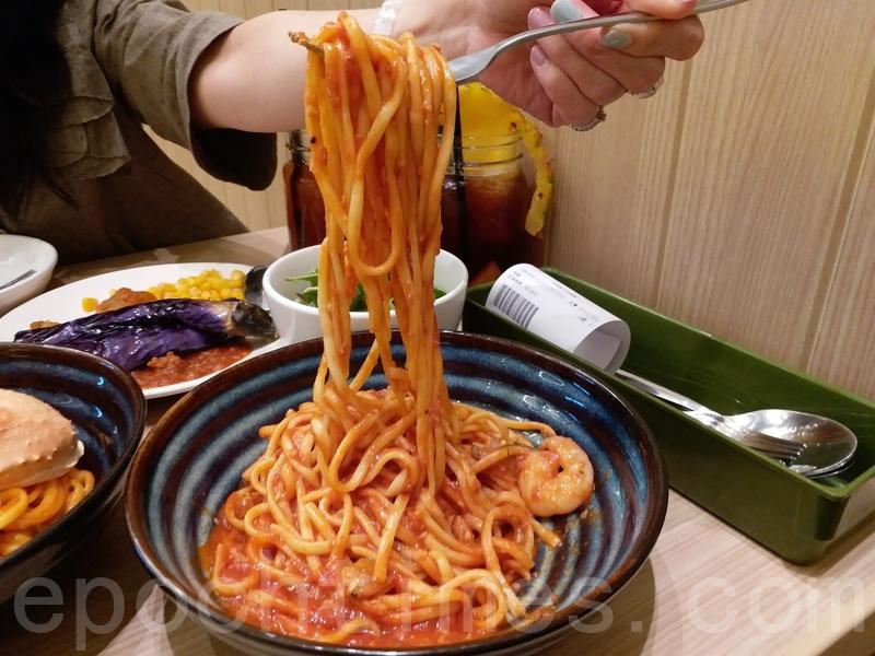 蜆肉蝦仁番茄意粉的醬汁味道調校得不錯,意粉食得出有麵粉香,並帶煙韌口感。