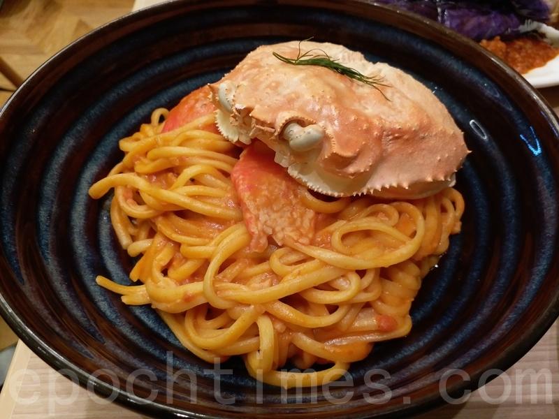 蟹棒番茄忌廉意粉放上一個蟹蓋很可愛,不過蟹蓋是空殼,用來裝飾而已。