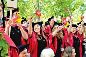 畢業季來臨 中國留學生留美或回國