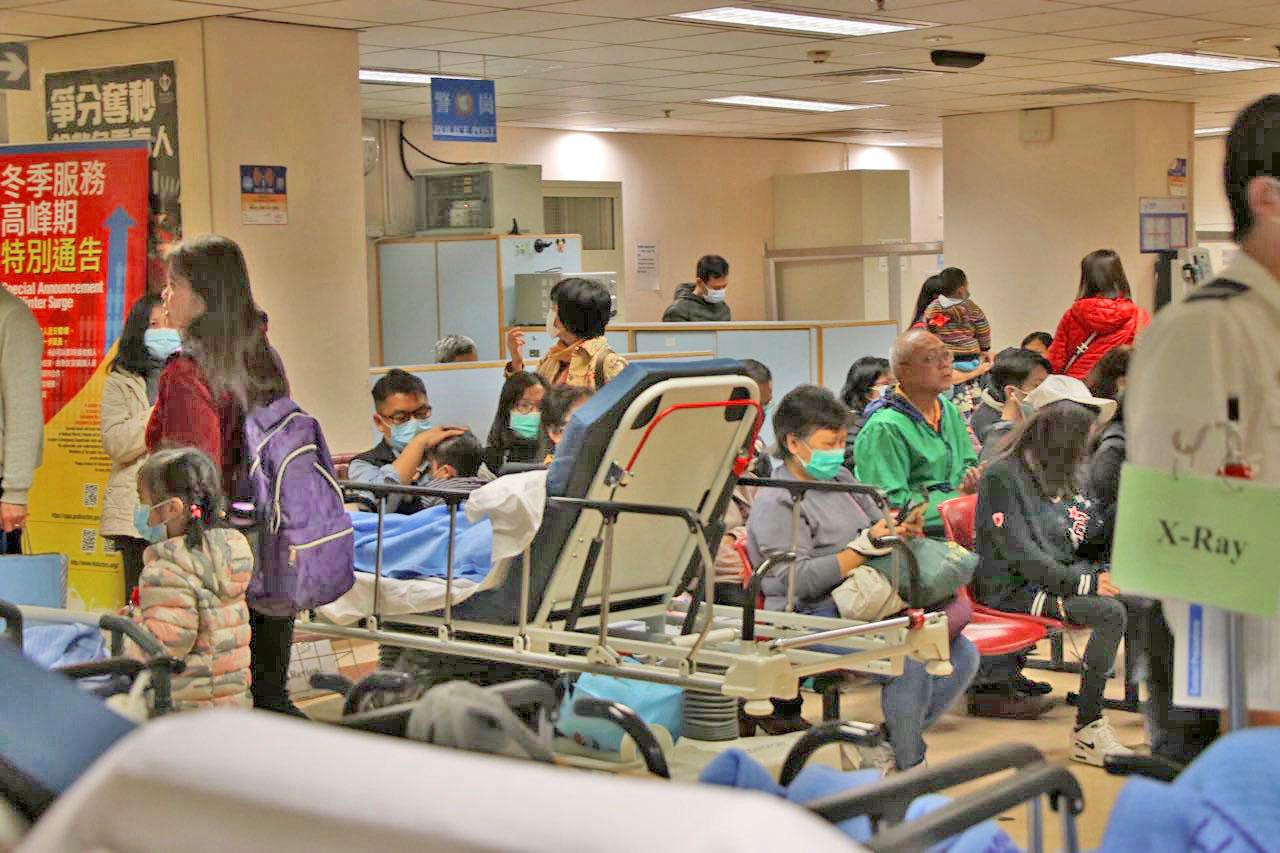 香港公立醫院內科住院病床佔用率持續飽和,其中以屯門及基督教聯合醫院情況最為嚴重。(大紀元資料圖片)