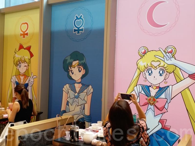 玻璃及掛畫也全換上美少女戰士角色。