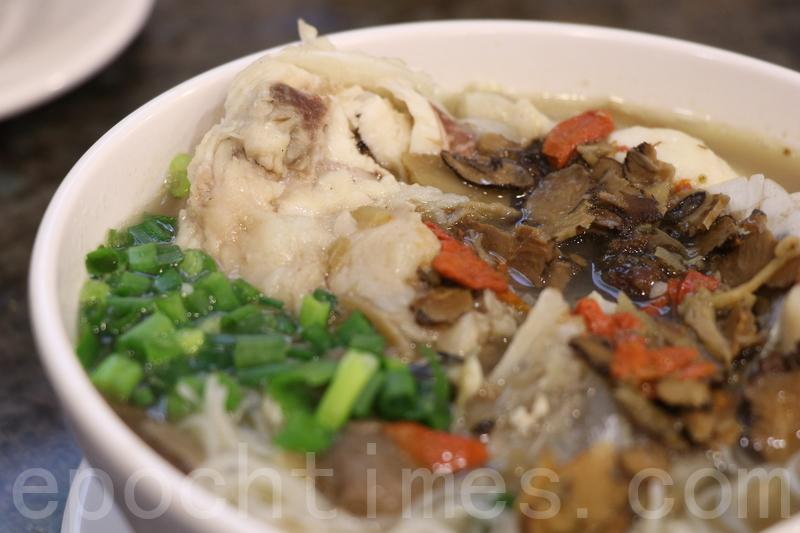 用魚頭同多種藥材熬嘅湯,飲落香甜舒服,唔會滿口藥材味