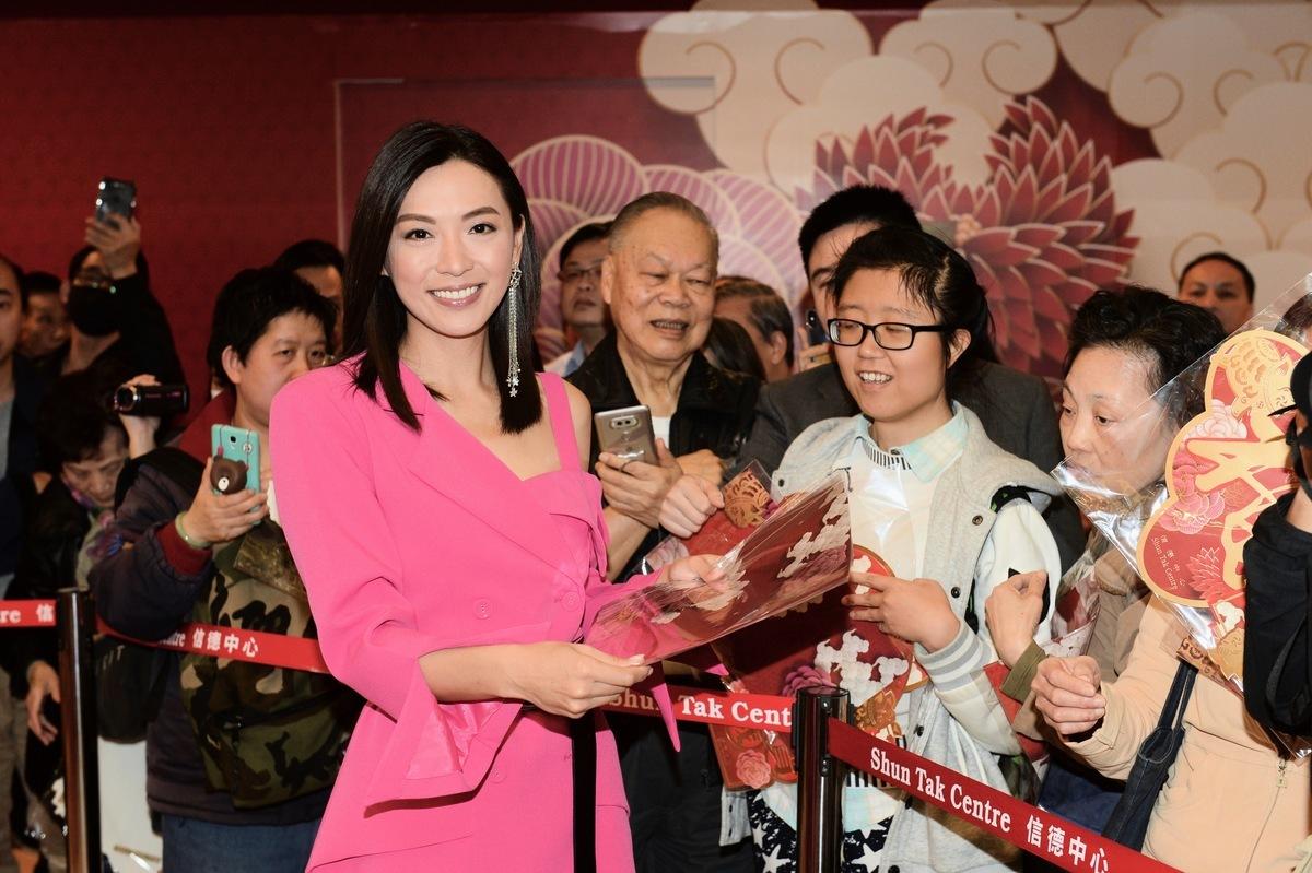 陳煒現身商場賀新春活動,吸引大批支持她的市民觀看。(宋碧龍╱大紀元)