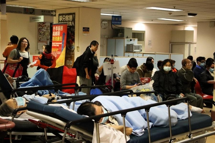 公立醫院病床持續爆滿 三間急症室等候逾8小時
