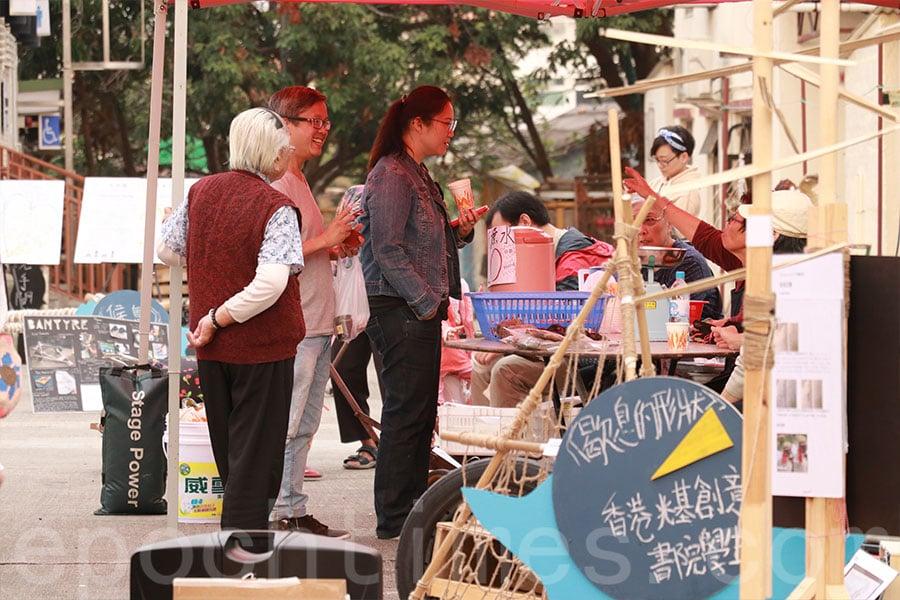村民及市民共同參與落塘源野藝術節活動。(陳仲明/大紀元)