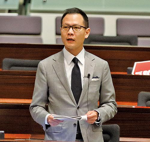郭榮鏗要求當局交待何時將《防賄條例》適用範圍延至特首。(蔡雯文/大紀元)