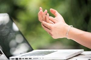 手指卡卡——板機指 如何治療才有效?