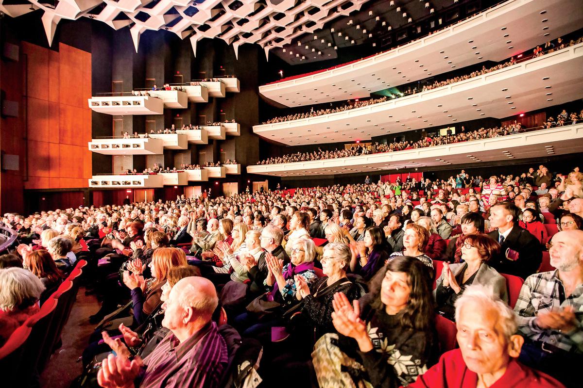 12月19日,神韻紐約藝術團在聖荷西表演藝術中心的首場演出爆滿。(周容/大紀元)