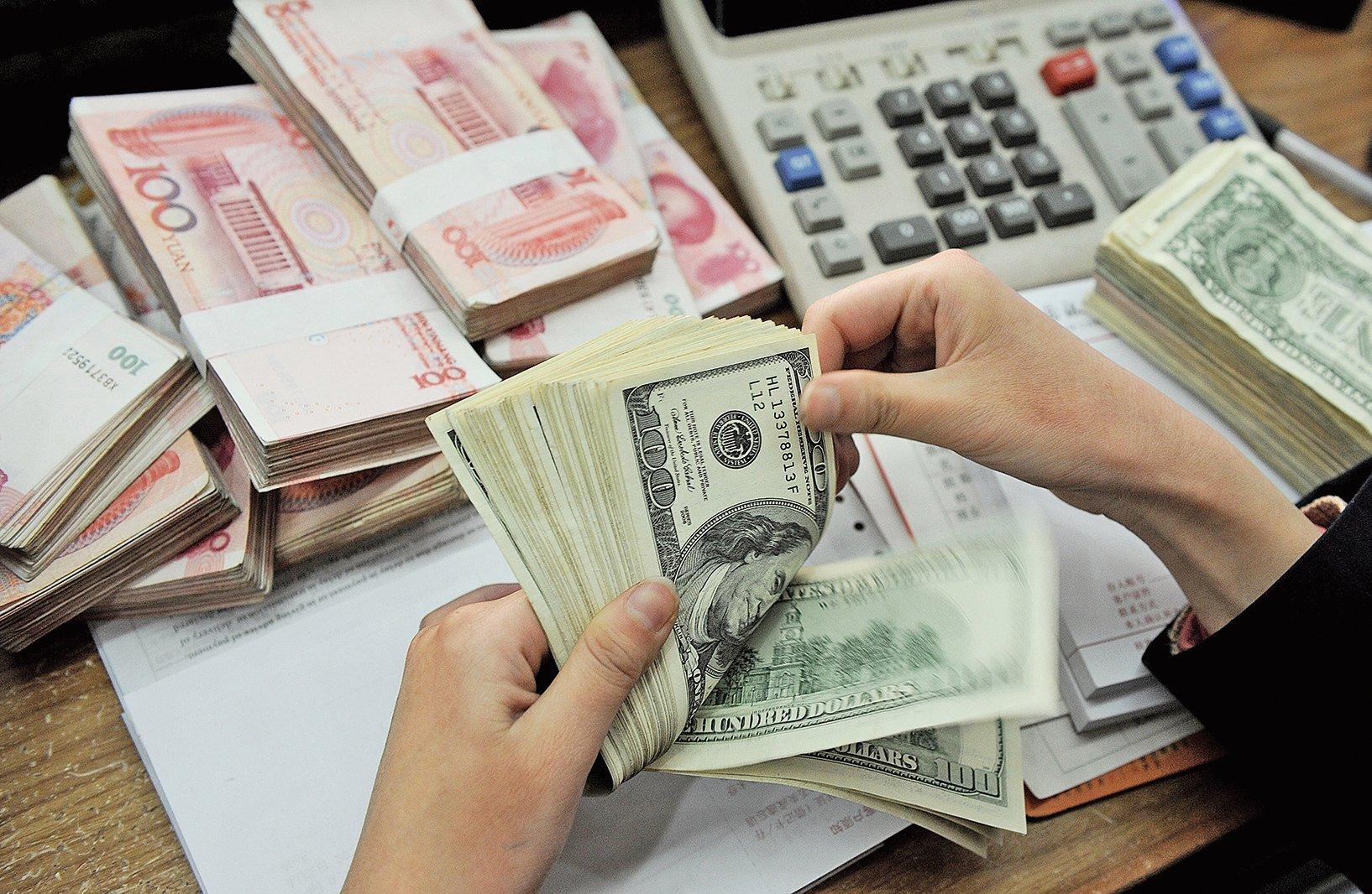 儘管北京希望人民幣能取代美元的地位,但無論從儲備和交易角度,人民幣的國際化都是在退步而非前進。加上歐元區經濟走弱,美元的主導地位反而更加穩固。(AFP)