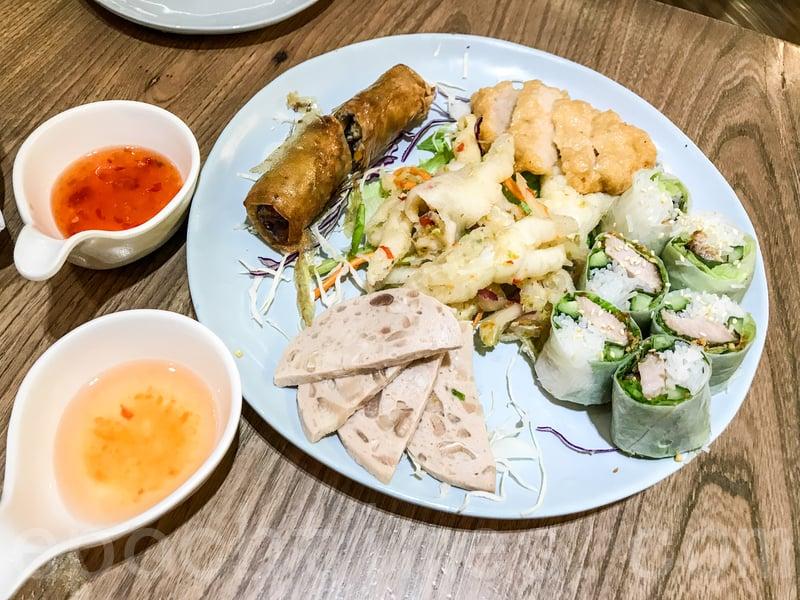 品越小食拼盤包括蝦餅、春卷、扎肉、豬頸肉米紙卷和鳳爪。