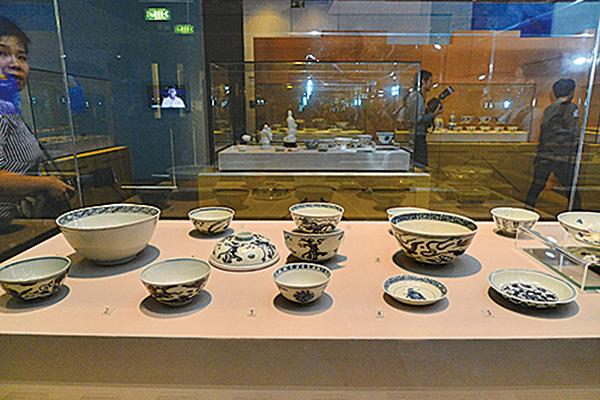 明代古船的文物,大多屬明朝萬曆(1573至1620年)時期,「南澳I號」和「萬曆號」沉船出水大量中國生產的瓷器。(宋碧龍/大紀元)