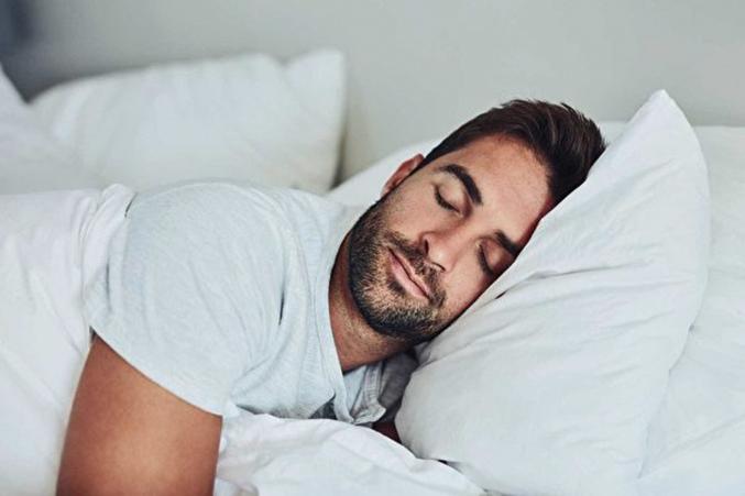 一項研究表明,每晚睡眠時間少於6小時的話,可能會增加患心血管疾病的風險,而不良睡眠質量也會增加動脈粥樣硬化的機率。(蓋帝圖像)
