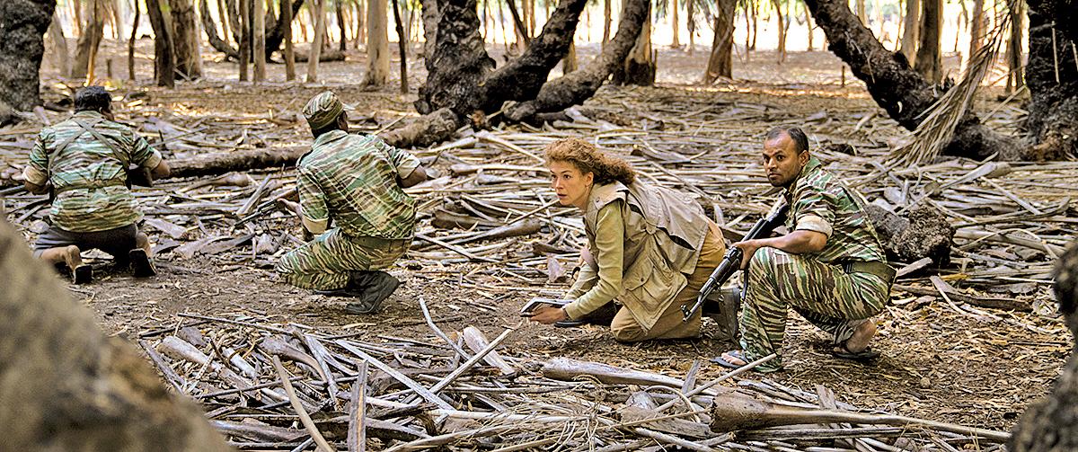 戰地記者需要與武裝士兵一起行動,跑新聞的過程宛如一場又一場的冒險。