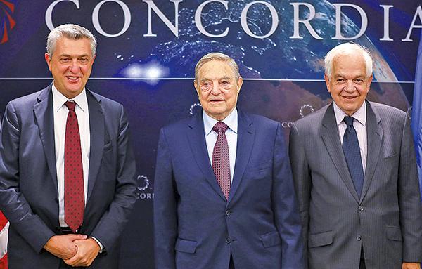 國際著名投資者索羅斯上周四在瑞士達沃斯世界經濟論壇上指,美國與其發動全球貿易戰,不如集中應付專制政權中共,他呼籲美國應該制裁華為及中興等大陸科技公司,指如果讓這些公司主宰5G市場,將對全球構成不可接受的安全危機。圖為2016年9月索羅斯(中)與麥家廉(右)合照。(Ben Hider/Getty Images for Concordia Summit)