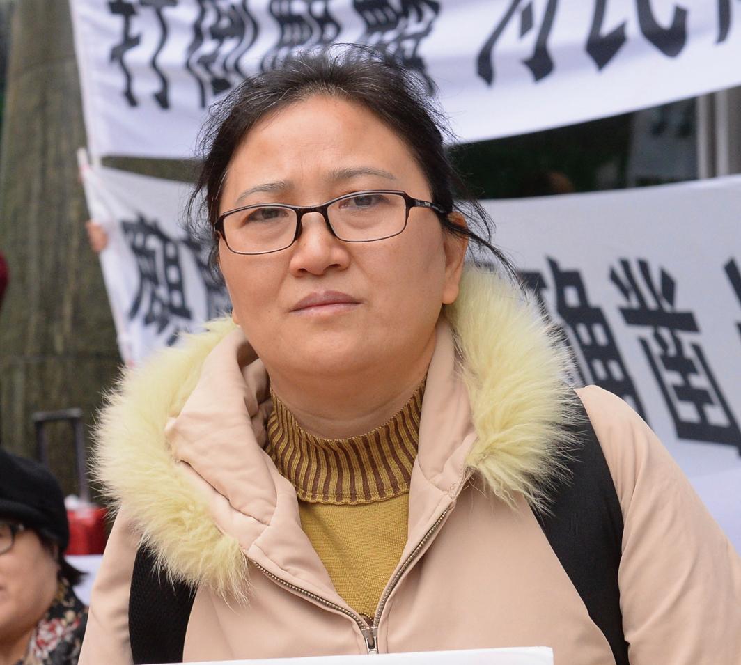 受訪者是一名來香港維權的苦主披露,天津私募大案黑幕重重自己去公安報案卻反而被捕入獄。(攝影:宋碧龍)