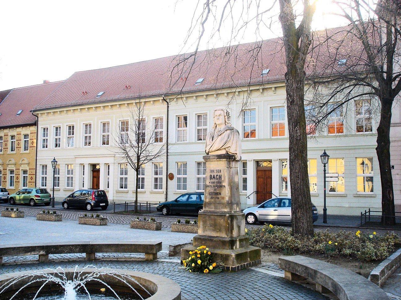 巴赫1719~1723年在科滕(Köthen)的家。巴赫在科滕王宮期間創作上達到另一個頂峰,六闋《無伴奏大提琴組曲》在這裏完成創作。(Georgheeg/Wikimedia Commons)
