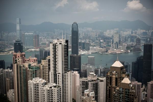 2047年是中共承諾的一國兩制的最後期限。在那之後,會發生甚麼?沒有人知道。銀行按揭政策會發生甚麼改變?沒有人知道。這引發香港買樓者的不安。(PHILIPPE LOPEZ/AFP/Getty Images)