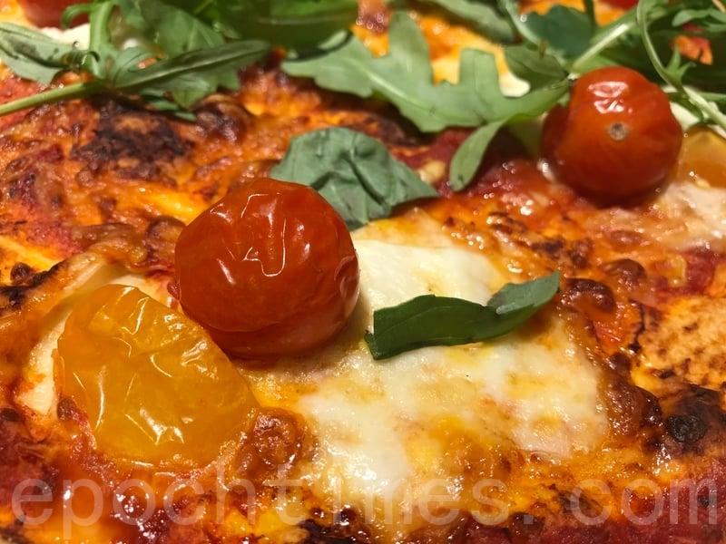 最鍾意上面原粒番茄好新鮮兼且正好中和薄餅嘅油膩感。