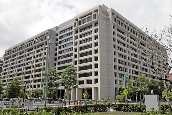 國際貨幣基金組織估計,港經濟明年的增長則會放緩至2.9%。圖為位於美國首都華盛頓的國際貨幣基金組織總部。(大紀元圖片庫)