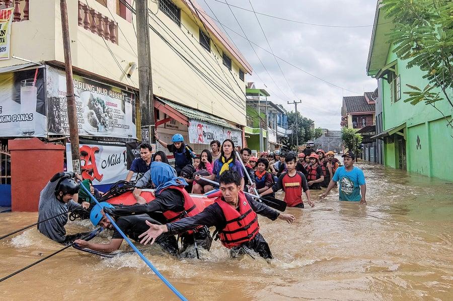 印尼遭洪水泥石流龍捲風襲擊六十八死