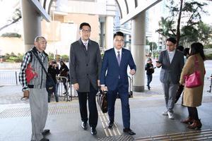 兩民主黨議員抗議一地兩檢被控  四月再預審