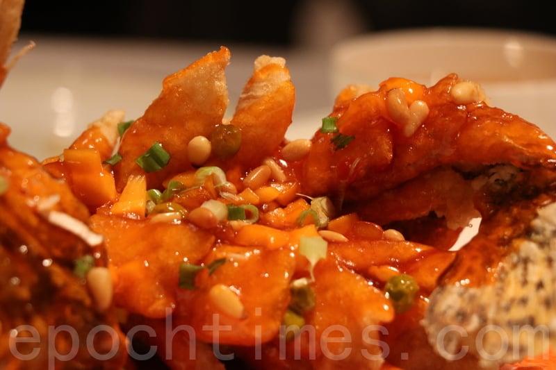 松子桂花魚配上酸甜汁酸酸甜甜好開胃,不過松子唔夠多。