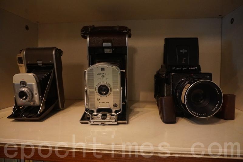 首先映入眼簾嘅係好多古董相機。