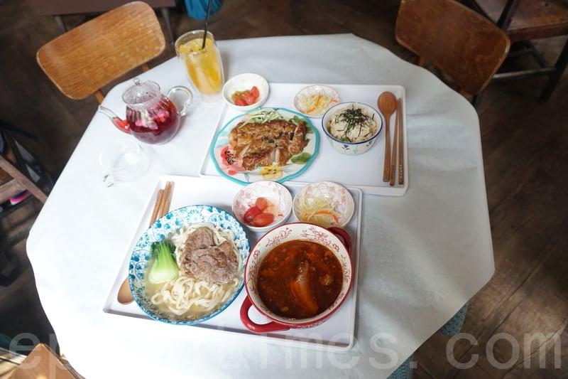上:茶燻雞佐烏龍茶漬飯配玫瑰洛神花茶,下:滿漢牛肉麵配百香果蘇打。