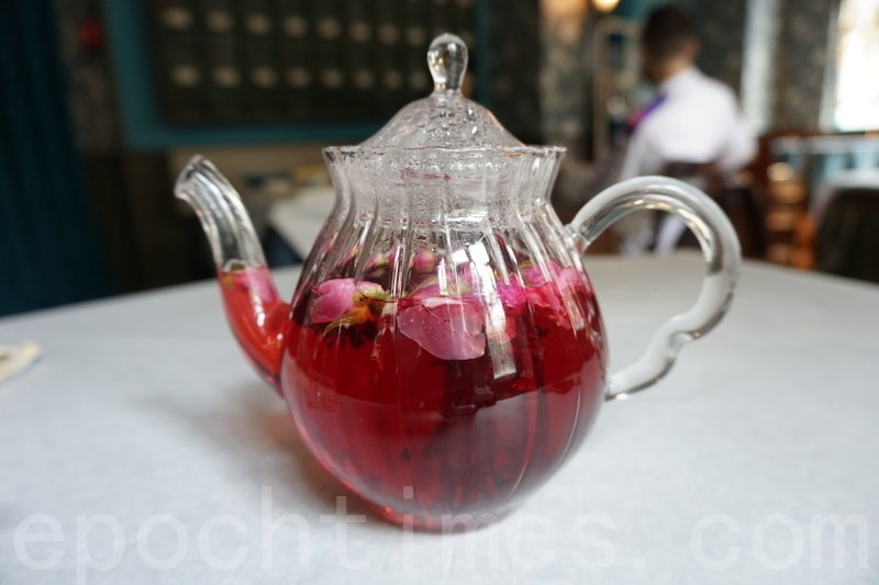 玫瑰洛神花茶。