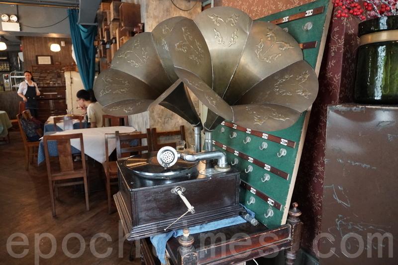 古董裝飾:留聲機。