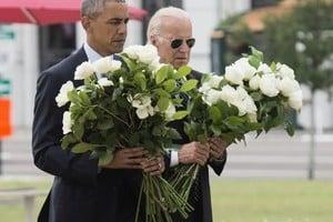 奧巴馬動情訪奧蘭多 「我們也悲傷心碎」