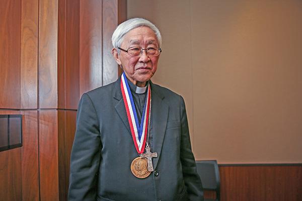 陳日君表示,自由獎章屬於那些為堅持中國和香港自由而努力的正義之士。(Samira Bouaou/大紀元)
