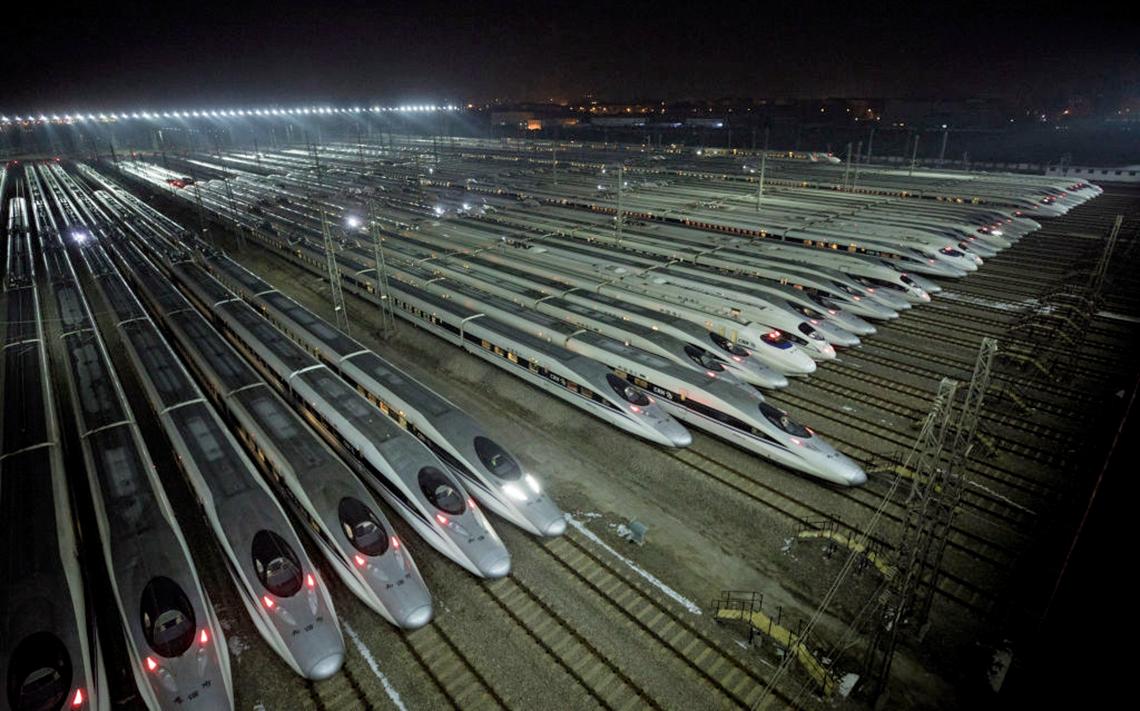 中國高鐵在大陸快速擴張伴隨著巨額的債務。圖為湖北武漢的高鐵維護站。(Getty Images)