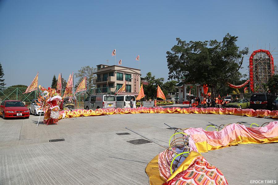 大棠金龍與大棠村村公所。(陳仲明/大紀元)