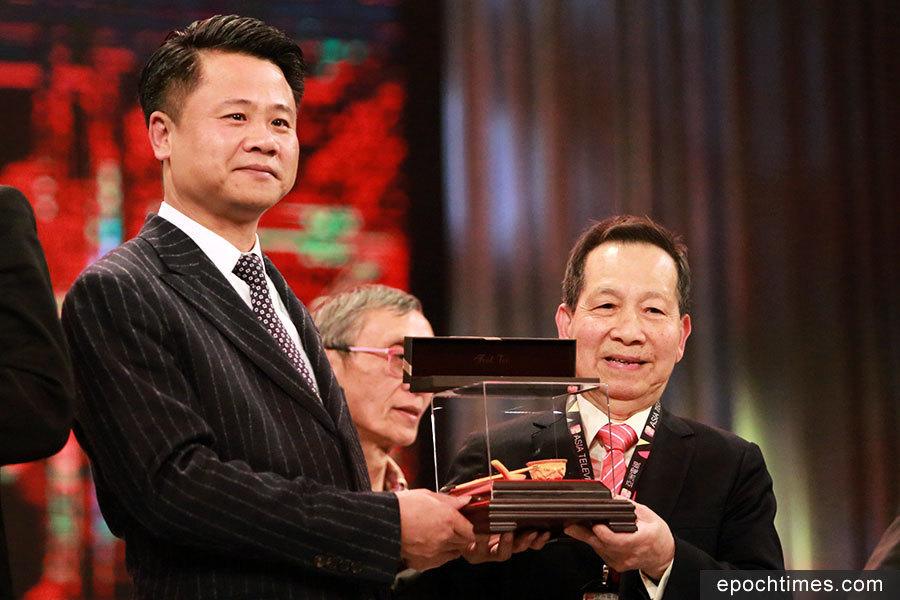 58年亞視老臣子獲頒長期服務獎