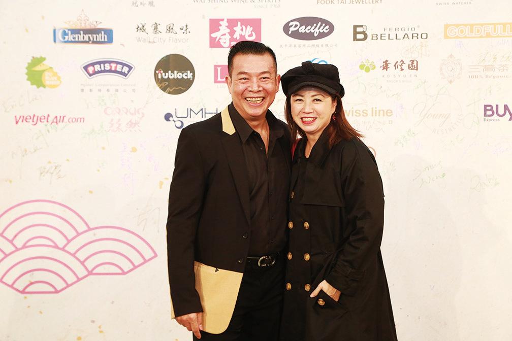 藝人吳毅將(左)與太太唐麗球(右)出席亞視台慶盛宴。(陳仲明/大紀元)
