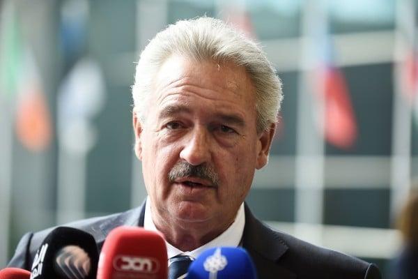 德國《每日鏡報週日版》於2016年6月19日報導,盧森堡外交部長阿塞爾博恩接受採訪時警告說,英國若脫歐將造成東歐效仿的骨牌效應。本圖為阿塞爾博恩部長於4月18日出席歐盟外交事務理事會會議。(JOHN THYS/AFP/Getty Images)