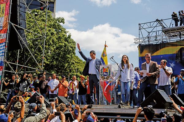 上周六(2月2日),委內瑞拉一名高級將領呼籲武裝部隊反抗馬杜羅(Nicolas Maduro)政權,支持臨時總統瓜伊多(Juan Guaido,如圖中)。(Getty Images)