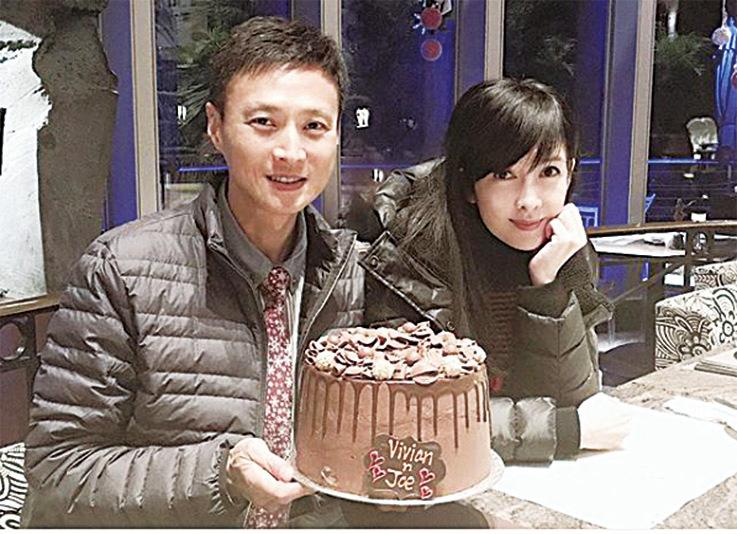 周慧敏在IG貼出與倪震合照,慶祝結婚十周年紀念日。(周慧敏IG)
